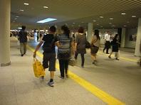 にぎわう地下歩道.jpg