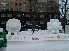 スカパー雪像ミスド.JPG