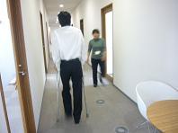 松葉杖廊下.JPG