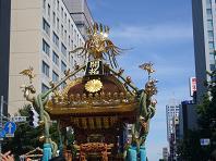 神輿と秋の空.JPG