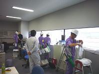 窓拭きのプロ達.JPG