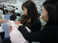 赤ちゃんとO嬢.JPG