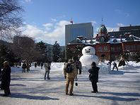 道庁雪だるま.JPG