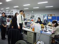 釧路の男を囲む.JPG