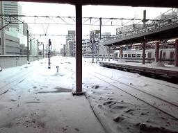 雪のホーム.JPG
