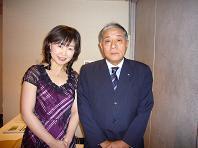 2008.11投資家説明会水本アナとサブちゃん.JPG